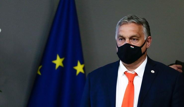 (Reseauinternational)La Hongrie doit abroger la loi interdisant la promotion des LGBT auprès des enfants « ou quitter l'UE »