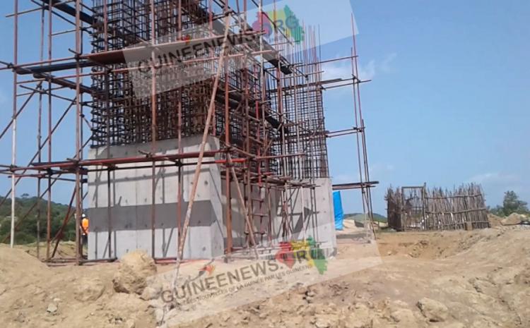 (Guineenews.org)Mandiana : où en sommes-nous avec les travaux de construction du pont sur le fleuve Sankarani?