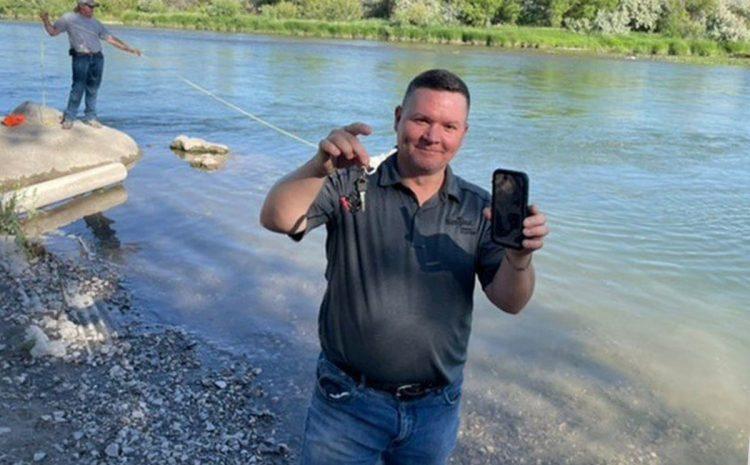 (phonandroid.com)Cet iPhone perdu 3 jours au fond d'une rivière fonctionne toujours, le réveil continuait de sonner