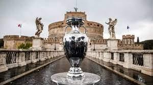 (rfi.fr)Rome, ville réouverte, lance l'Euro 2021.