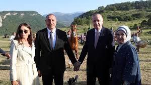 (rfi.fr)Turquie: le président Tayyip Erdogan s'est rendu dans le Haut-Karabakh.