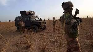 (rfi.fr)Des cadres de l'EIGS capturés dans le nord du Mali.