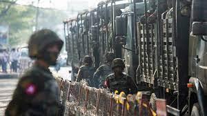 (rfi.fr)Birmanie: des milices d'auto-défense défient l'armée, la population civile menacée.
