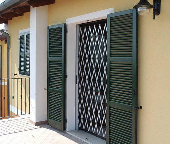 (Guineenews.org)Construction immobilière : du fer partout qui barricade les fenêtres des immeubles et maisons