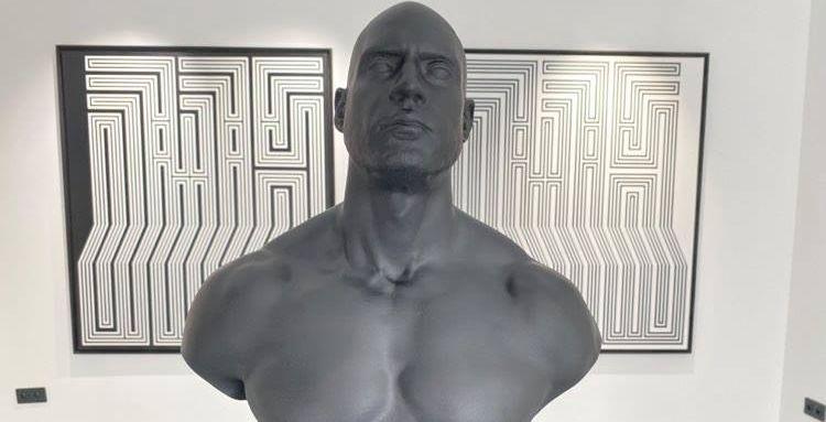 """(le moov)Exposition du buste de Booba : """"Nous voulions quelque chose de napoléonien"""""""