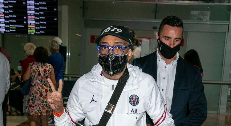 (le moov)Spike Lee débarque en tenue full PSG à Cannes pour le festival