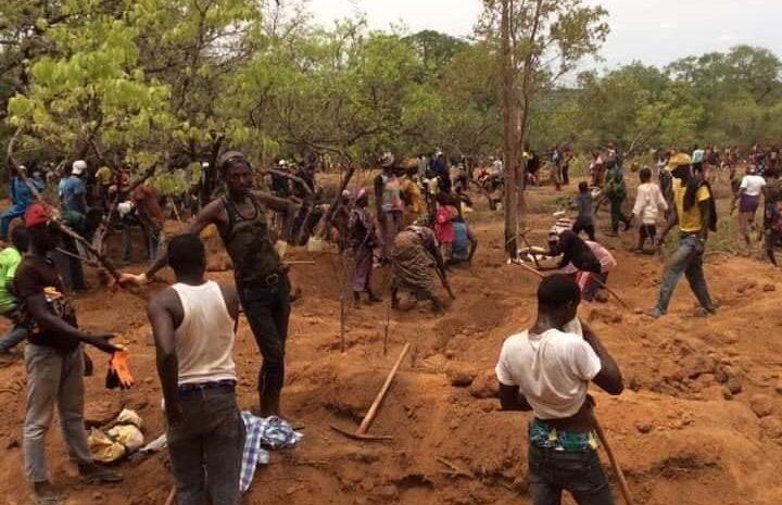(guineenews)Orpaillage et destruction de l'environnement à Kounsitel : indignés, les jeunes menacent