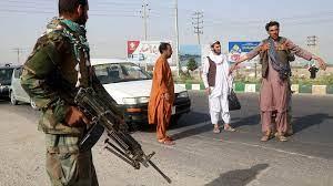 (rfi.fr)Afghanistan: les talibans gagnent du terrain, les populations envisagent l'exil.