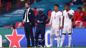 (rfi.fr)Euro: Boris Johnson dénonce les «insultes racistes» contre trois joueurs anglais.