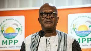 (rfi.fr)À la Une: coup de balai ministériel au Burkina Faso.