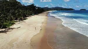 (rfi.fr)Thaïlande: l'île de Phuket s'ouvre avec beaucoup de restrictions aux touristes vaccinés.