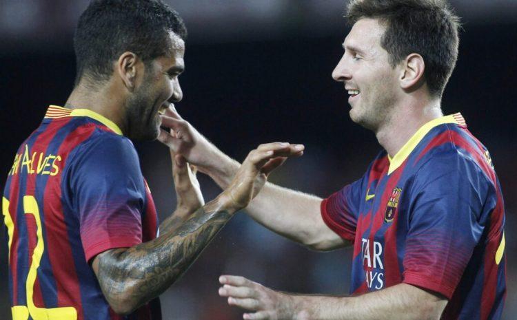 (F11)Dani Alves : « On va continuer à profiter à la fois du Barça et de Messi »