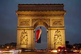 (rfi.fr)France: l'Arc de Triomphe ressemblera bientôt à un paquet cadeau géant.
