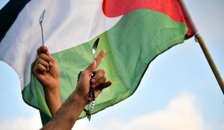 (Reseauinternational)La cuillère des évadés, nouveau symbole de libération pour les Palestiniens