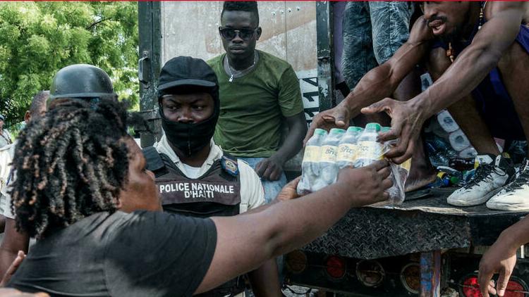 (rfi.fr)Haïti: un mois après le séisme, l'aide humanitaire toujours présente sur l'île