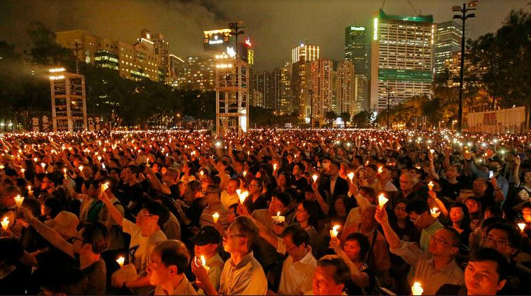 (rfi.fr)Hong Kong: peines de prison pour 9 militants ayant participé à des veillées pour Tiananmen