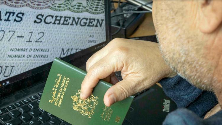 (rfi.fr)La France durcit l'octroi des visas à l'égard du Maroc, de l'Algérie et la Tunisie