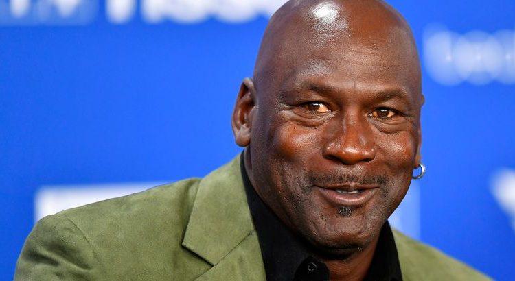 (mouv.fr)Deux caleçons de Michael Jordan vendus aux enchères