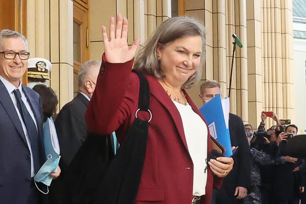 (observateurcontinental)Visite de Nuland à Moscou: tourisme ou affaires?